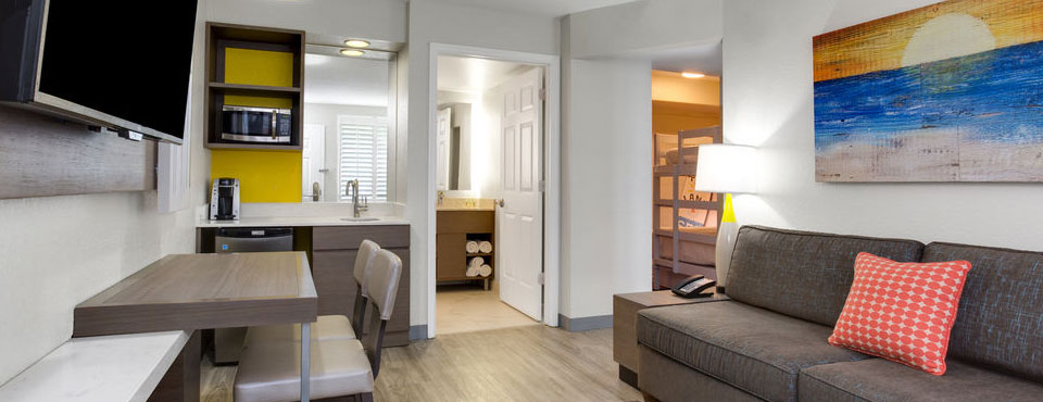 Holiday inn resort orlando suites waterpark rooms for Orlando 2 bedroom suite hotels