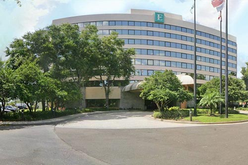 Front view of the Embassy Suites Jamaican Court in Orlando Fl