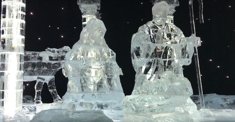 Clear ice scuplture Jesus, Mary Joseph Gaylord Palms 960