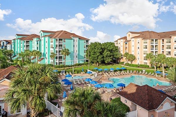 grande-villas-resorts-buildings-and-pool-area-600