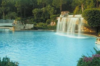 grotto-pool-area-waterfall