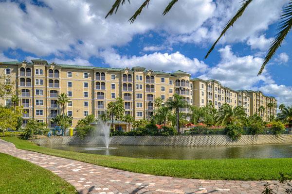 mystic-dunes-resort-6-story-villas-overlooking-lake