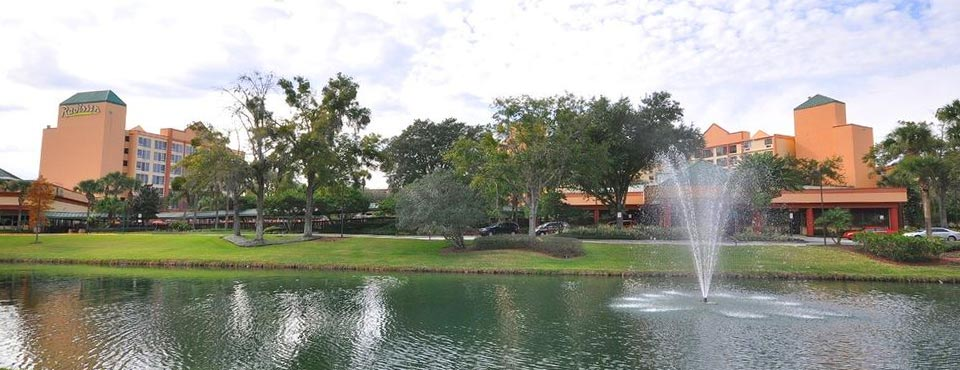 View of the grounds with lake and water features in front of the Radisson Resort Orlando Celebration 960