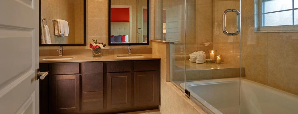 Deep Soaking Tub in the Master Bathroom in the 4 bedroom townhouse at the Regal Oaks Resort CLC in Kissimmee Fl