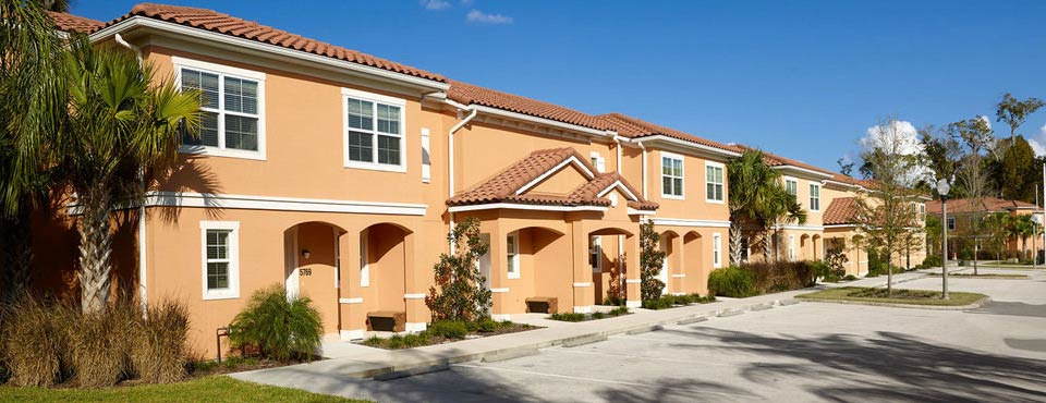 View of a row of Townhomes at the Regal Oaks Resort CLC World in Kissimmee Fl 960