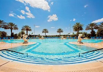 ritz-carlton-elegant-oasis-pool