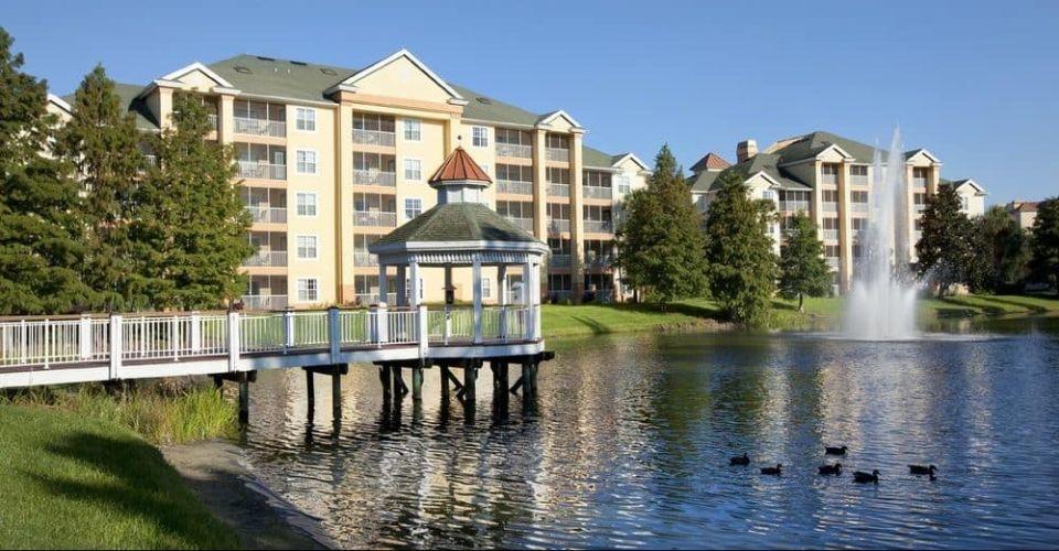 Villas overlooking the lake Sheraton Vistana Resort in Orlando 960