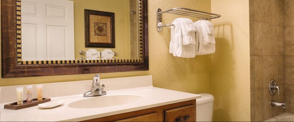 2nd Bathroom with Tub and Shower unit at the Wyndham Bonnet Creek Resort Orlando
